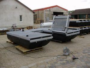 Eine Arbeitsinsel mit Schwimmkörpern der Serie Moby