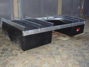Ein feuerverzinktes Stahlgestell mit montierten Home Schwimmkörpern