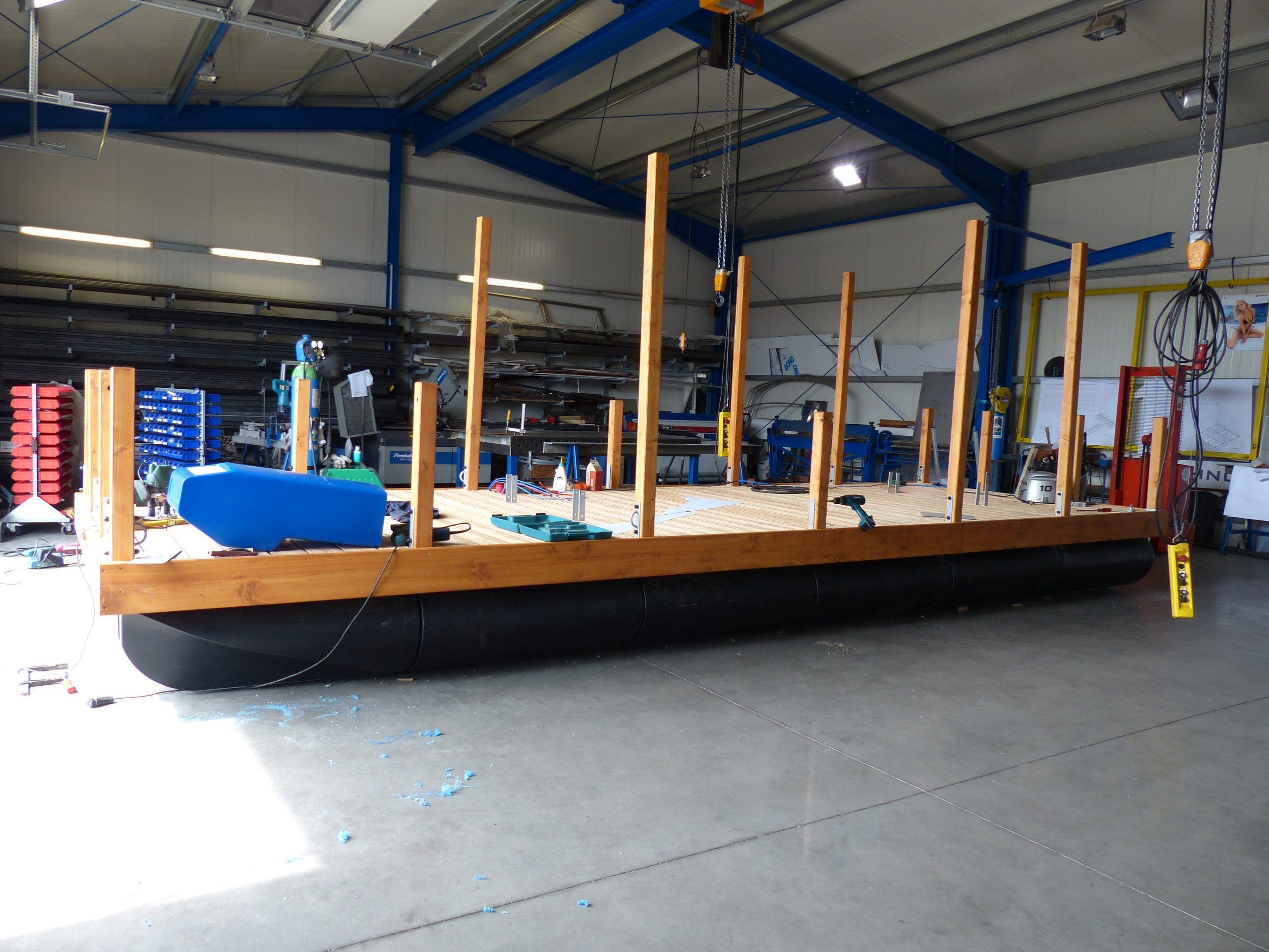 Das Grundgerüst eines Mc-Bootes was in der Halle gefertigt wird