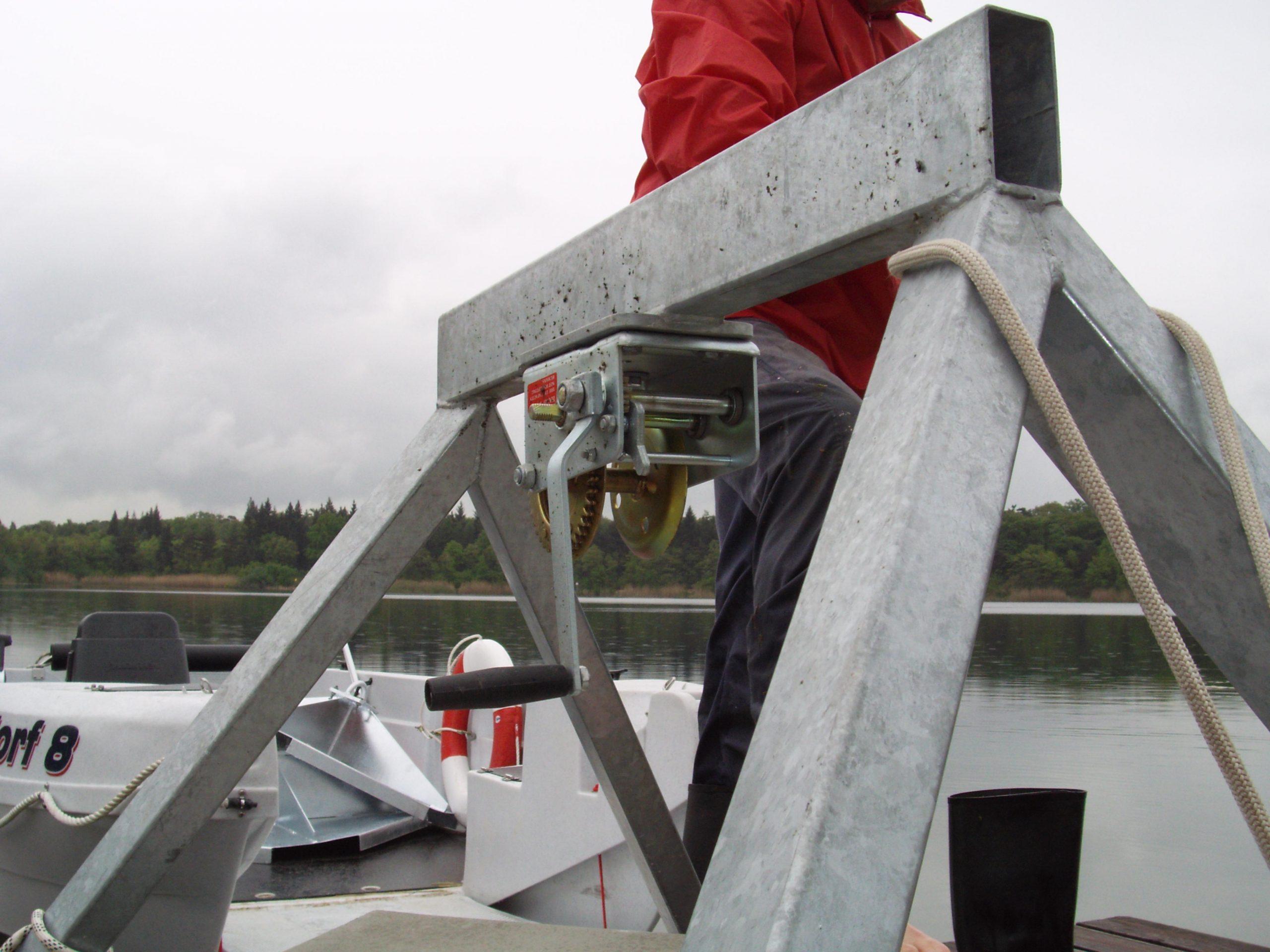 Eine Detailaufnahme der Stahlkonstruktion zum befestigen von Ankersteinen