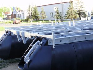 Vormontierter Schwimmkörper mit Stahlgerüst